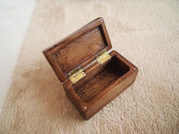 自作した深型の木製の毛鉤ケース