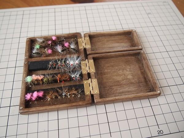 自作した深型・木製セットの毛鉤ケース