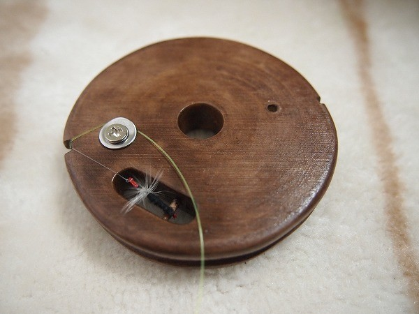 自作したテンカラ用の木製の仕掛け巻き