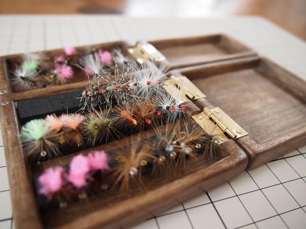 浅型と深型のセットの木製の毛鉤ケース